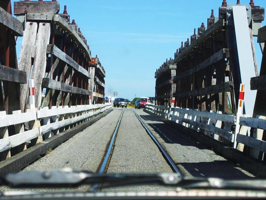 0593-One way train & car bridge on Hwy 6.jpg