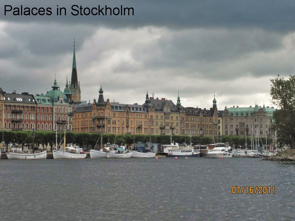 1849a-Palaces from tour boat, Stockholm.JPG