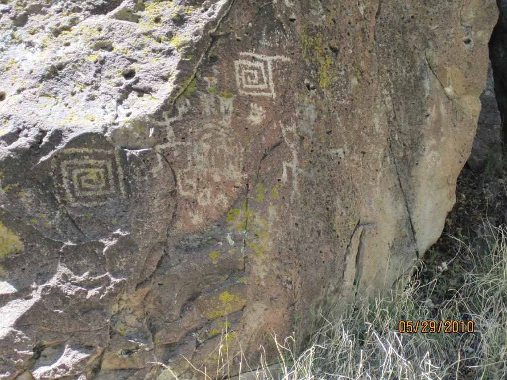 2123-Rock art, Blue River.jpg