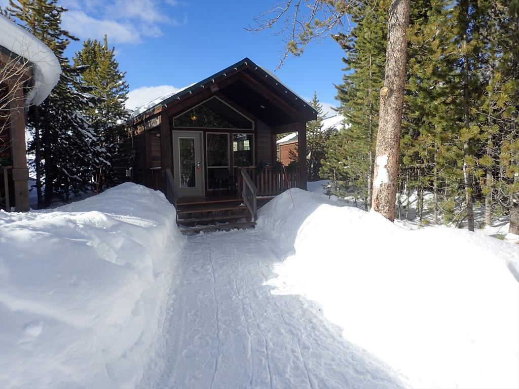 0031-Our Explorer Cabin #4, W Yellowstone.JPG